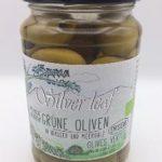 Grüne Oliven ohne Stein in Wasser und Meersalz