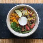 Asiatische Hirse-Bowl mit Kokos-Limettendressing