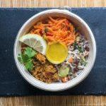 Orientalische Buchweizen-Bowl mit Currydressing
